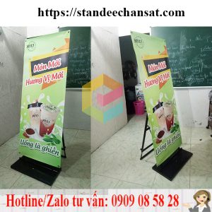 san-xuat-standee-chan-sat-chiu-gio-ngoai-troi
