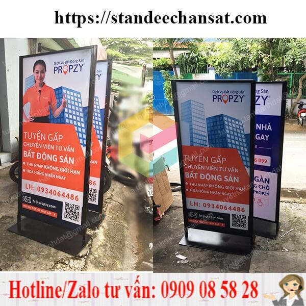 standee khung sat quang cao chiu gio