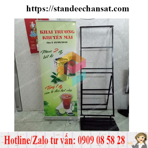 lam standee chan sat quang cao