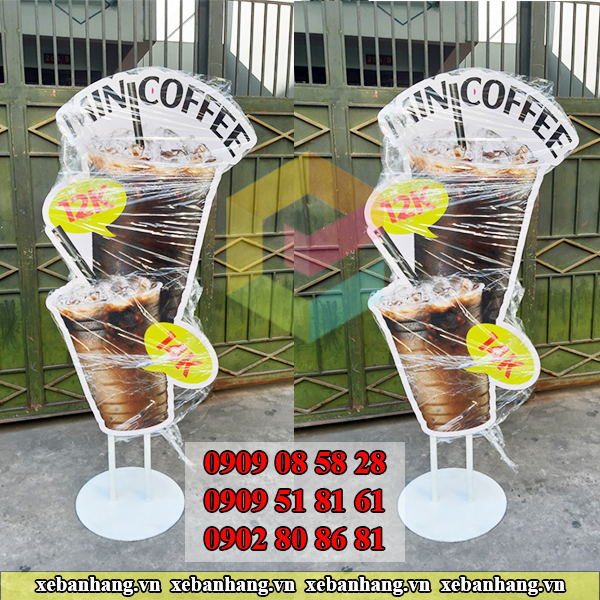 standee mo hinh ly cafe