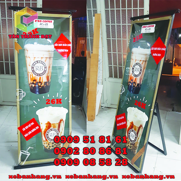 standee chan sat treo banner gia re